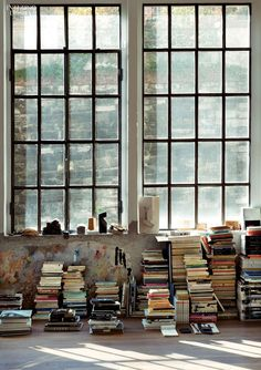 A loft in Milan. Architect Marco Vido's loft is both a workspace and living space. Of minimal aspect, it has retained most of its raw and worn walls and windows. Interior Architecture, Interior And Exterior, Stone Interior, Interior Paint, Studio Loft, Loft Industrial, Industrial Living, Industrial Furniture, Industrial Restaurant