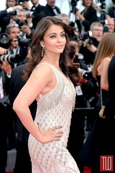 Superhuman beauty and World Champion Face Giver Aishwarya Rai hits Cannes like a tidal wave, sweeping aside any and all pretenders. Aishwarya Rai Cannes, Aishwarya Rai Photo, Aishwarya Rai Bachchan, Indian Celebrities, Famous Celebrities, Bollywood Fashion, Bollywood Actress, Bollywood Style, Most Beautiful Indian Actress