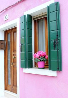 Color seeking: bold pink in Burano, Italy Exterior Color Combinations, Exterior Colors, Shut The Door, Italy Honeymoon, Way To Heaven, Italian Villa, Coordinating Colors, Beautiful Homes, Beautiful Places