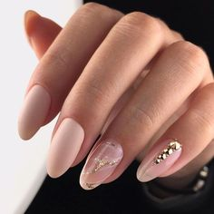 Timeless Classics Oval Nail Shape #longnails #ovalnails #nudenails #marblenails #naturalnails ❤️ Choosing between nails shapes may be difficult unless you know everything about almond, coffin, squoval, short, and round shapes. We are sure we do know! ❤️ See more: https://naildesignsjournal.com/popular-nail-shapes-guide/ #naildesignsjournal #nails #nailart #naildesigns #nailshapes #nailstyles #beautifulnails