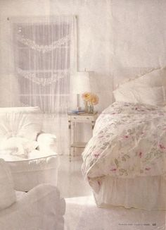 pastelblonde shabby chic bedroom