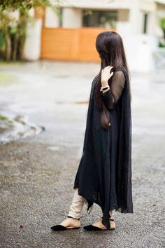 Now you are one of them to search girl dp Girls Dp Stylish, Stylish Girl Images, Pakistani Dress Design, Pakistani Outfits, Simple Dresses, Beautiful Dresses, South Indian Wedding Hairstyles, Vintage Outfits, Dps For Girls