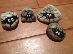 painted rocks garden art by RockInnovations on Etsy Rock Painting Ideas Easy, Rock Painting Designs, Painting For Kids, Diy Painting, Painting Tutorials, Pumpkin Painting, Painting Lessons, Stone Crafts, Rock Crafts