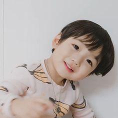 kawaii Bebe Mamang 可愛い ღ Hong Eunwoo Cute Baby Boy, Cute Little Baby, Little Babies, Cute Girls, Baby Kids, Cute Asian Babies, Korean Babies, Asian Kids, Cute Babies