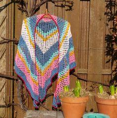 kreamade: gele omslagdoek werd multi-colour Omslagdoek uit Haken en kleur in Stylecraft dk nld. 5