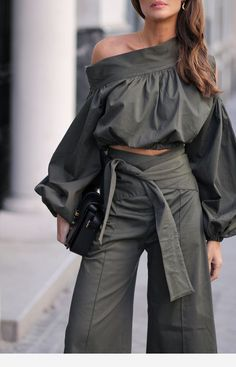 The Article For You Personally If You Like casual fashion Don't Ignore These Guidelines Fashion Mode, Fashion Pants, Look Fashion, Girl Fashion, Fashion Dresses, Womens Fashion, Fashion Design, Fashion Trends, Mode Outfits