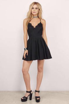 Mila Black Lace Pleated Sleeveless Skater Dress