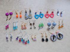 gli orecchini sono realizzati con materiale antiallergico e le perline sono: in vetro, legno, howlite, madreperla, e in acrilico che uso solo su richiesta .