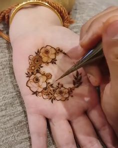 Henna Hand Designs, Dulhan Mehndi Designs, Mehndi Designs Finger, Modern Henna Designs, Khafif Mehndi Design, Basic Mehndi Designs, Latest Henna Designs, Floral Henna Designs, Mehndi Designs For Beginners