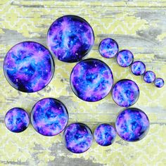 316L stainless steel plugs with a picture of the RCW49 nebula. Quantity: Sold as 1 pair (2 pieces) Style: round cut tunnel, 1 side tunnel 1 side convex, screw fit back Flare: Double flare Wearable Wid