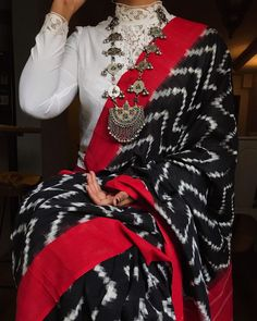 Saree Wearing Styles, Saree Styles, Trendy Sarees, Stylish Sarees, Indian Designer Outfits, Indian Outfits, Ethnic Fashion, Indian Fashion, Saree Accessories