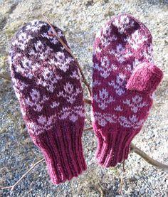 Jalasjärven lapaset   Silmukoiden seassa Knitting Socks, Knit Socks, Mittens, Adidas, Knitting Loom Socks, Knitting Loom Socks, Fingerless Mitts, Sock Knitting, Gloves