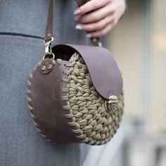 "125 Likes, 2 Comments - @applewhitecrochet (@ayfermorkaya) on Instagram: ""By @snug.ua #haken #handmadebasket #penyesepet #penyeip #penyeipsepet #crochetbasket…"""