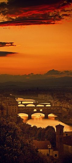 The Four Bridges of Florence, Italy http://reversehomesickness.com/europe/pisa-florence-rome-in-italy/ #florence #art
