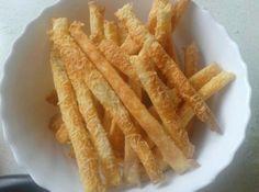 Juhtúrós sajtos rúd recept: Aki szereti a juhtúrós finomságokat, azoknak ez egy egyszerűen nagyszerű recept! Hungarian Desserts, Small Cake, Onion Rings, Apple Pie, Rum, Carrots, Bacon, Food And Drink, Sweets