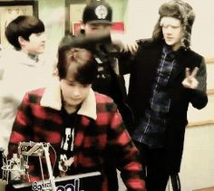 GIF - the moment D.O looks like a little shrimp compared to Chanyeol and Sehun