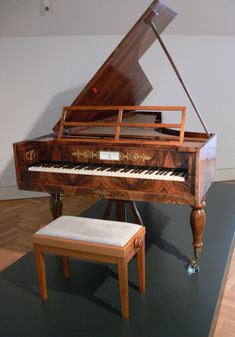 MusicArt FORTEPIANO.  Los fortepiano son unos instrumentos musicales de cuerda percutida con teclado, instrumento intermedio entre el clavicordio y el piano del siglo XIX. Según algunos autores, hay que distinguir el fortepiano de su sucesor el piano-forte (piano actual).