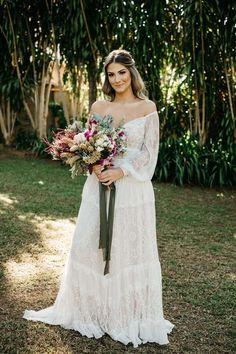 Fabiana e Evandro | O casal celebrou a união em uma linda cerimônia Elope Wedding, Wedding Bride, Boho Wedding, Dream Wedding, Wedding Dresses, My Wedding Planner, Wedding Goals, Elopement Dress, Muslim Women Fashion