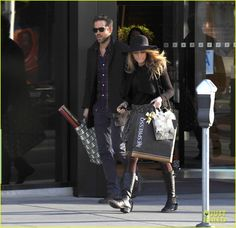 Blake Lively & Ryan Reynolds Stock Up for the Holidays! | Blake Lively, Ryan Reynolds Photos | Just Jared