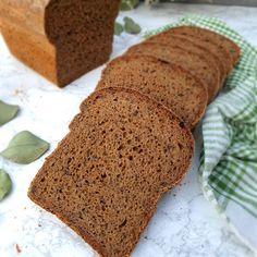 Používateľ Petronela (@kvasky_jednej_plavovlasky) pridal do svojho instagramového účtu fotku: Sezamová celozrnná tehlička Pred pečením si pripravte rozkvas zmiešaním: 150 g ražná celozrnná… Bread, Instagram, Brot, Baking, Breads, Buns