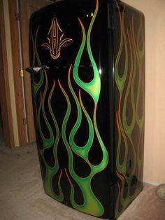 Need some inspiration for your garage makeover? Here are some of the coolest garage art examples we've found. Paint Refrigerator, Painted Fridge, Painted Appliances, Vintage Fridge, Vintage Refrigerator, Garage Art, Garage Ideas, Pinstripe Art, Car Furniture