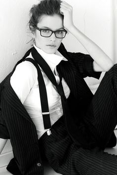 Suspenders and a suit Estilo Tomboy, Gatsby Costume, Suspenders For Women, Suspenders Outfit, Androgynous Look, Mein Style, Looks Black, Girls With Glasses, Tomboy Fashion
