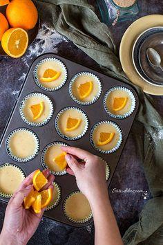 Ha igazán gyors desszertet szeretnék sütni, akkor vagy a madeleine vagy a muffin sütőformát veszem elő. Az alaprecept amit itt is olvashattok,... Cheesecake Pops, Breakfast Recipes, Dessert Recipes, Yummy Mummy, Christmas Sweets, Homemade Cakes, Food Photo, Love Food, Keto Recipes