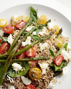 Eat Ive had so many people after the ingredients and recipe for my asparagus tomato salad from my stories so I thoug Tomato Salad Recipes, Healthy Salad Recipes, How To Cook Asparagus, Asparagus Recipe, Summer Salads, Summer Food, Salad Topping, Vegetarian Dinners, Lunches And Dinners