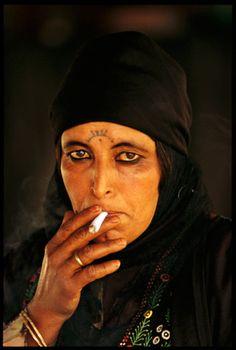 rök kvinna underkastelse