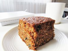 Ciasto marchewkowe bez mąki i cukru. Carrot cake without flour and sugar. Gluten Free Desserts, Dessert Recipes, Vegetarian Recipes, Healthy Recipes, Carrot Cake, Banana Bread, Carrots, Sweet Tooth, Sugar