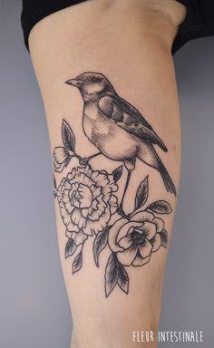 Tatouage par Fleur Intestinale (Sophie Hedon) #fleurintestinale #sophiehedon #botanicaltattoo #flowertattoo #birdtattoo #blackworker