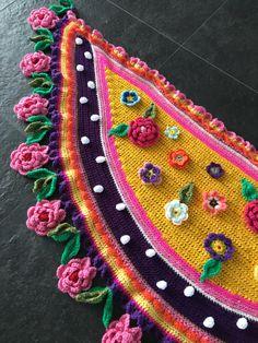 Crochet shawl by Pollevie on Etsy https://www.etsy.com/listing/400758207/crochet-shawl