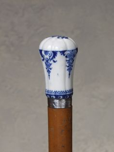 Saint Cloud porcelain cane (between 1677 and 1766)