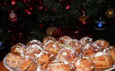 nuci umplute Romanian Desserts, Romanian Food, Romanian Recipes, Peach Cookies, European Cuisine, Macarons, Deserts, Muffin, Good Food
