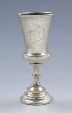 Pokal. Ende 19.Jahrhundert,830er Silber, glockenförmige Kuppa mit gravierterMonogramm-Kartusche, Pu — Silber
