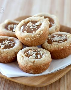 Caramel Cashew Cookie Cups - Cookie cups made with rich cashew butter, crunchy chopped cashews and filled with a soft, gooey caramel Cookie Cups, Cookie Desserts, Cookie Recipes, Dessert Recipes, Cupcake Recipes, Dessert Ideas, Holiday Baking, Christmas Baking, Christmas Goodies