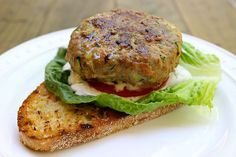Enjoy the best of both worlds with our clean eating Turkey Veggie Burger. This burger is a great way to get in tons of protein and veggie nutrients. 300 Calorie Meals, No Calorie Foods, Dinner Under 300 Calories, Slow Cooker, Crockpot, Weight Watcher Dinners, Clean Eating, Healthy Eating, Grilled Turkey