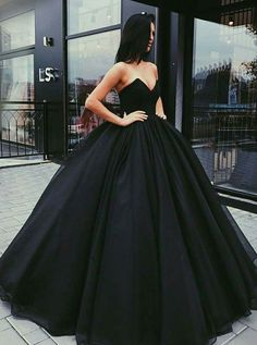 black sweetheart ball gowns for prom party, chic evening gowns for sweet 16. #promdresses
