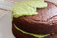 Green frosting made without food coloring (Spinach + sweetener + heavy whipping cream!) - I LOVE THIS!