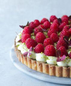 Patisserie Design, Sweet Recipes, Cake Recipes, Dessert Recipes, Yummy Eats, Yummy Food, Baileys Cake, Raspberry Desserts, Coconut Recipes