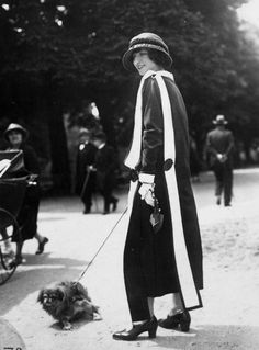 1920s dressing to walk the dog #vintage #fashion #style