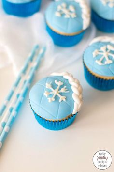 Frozen Cupcakes - Easy Elsa Cupcakes For A Winter Party, These Frozen Cupcakes Are Just In Time For The New Frozen Movie Release Make Up A Batch And Get Excited With All Your Disney Fans Winter Cupcakes For A Winter Wonderland Party Or Elsa Cupcake Winter Cupcakes, Frozen Cupcakes, Filled Cupcakes, Easy Family Meals, Kids Meals, Family Recipes, Frozen Movie, Elsa Frozen, Cupcake Videos