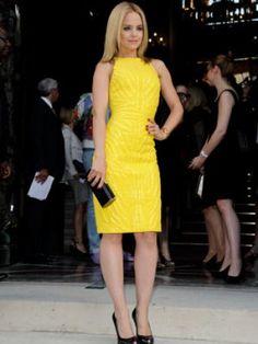 Fashion week : Mena Suvari chez Atelier Versace