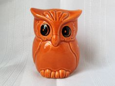 This kitschy orange owl container is so cute! The epitome of late 60's early 70's design; this little owl can serve many uses: Candle holder Toothbrush holder Matchstick holder Swizzle stick holder an
