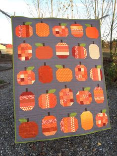Pattern by Cluck Cluck Sew Scrap Fabric Projects, Quilting Projects, Quilting Designs, Quilting Tools, Quilt Design, Sewing Projects, Halloween Quilt Patterns, Halloween Quilts, Fall Quilts