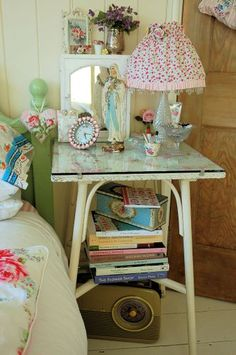 5 Motivated Tricks: Vintage Home Decor Shabby Coffee Tables vintage home decor victorian real estates.Vintage Home Decor Retro Mid Century vintage home decor farmhouse shabby chic.Classic Vintage Home Decor Wall Art. Shabby Chic Bedrooms, Bedroom Vintage, Vintage Shabby Chic, Shabby Chic Homes, Shabby Chic Furniture, Shabby Chic Decor, Vintage Home Decor, Cottage Bedrooms, Granny Chic Decor