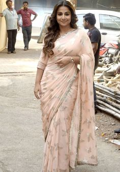 Vidya Balan 'Hamari Adhuri Kahani' On The Sets Of 'Itna Karo Na Mujhe Pyar'
