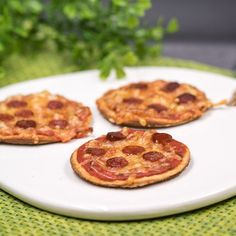 The low-carb Piccolinis are delicious, gluten-free and the pizza stone gave them a certain kick. Low Carb Pizza, Low Carb Keto, Sin Gluten, Low Carb High Fat, Pizza Burgers, Thin Crust Pizza, Good Pizza, Dough Recipe, Pizza Recipes