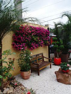 Pin by Zenaide Delazari on Jardins Eco Garden, Garden Cafe, Terrace Garden, Home And Garden, Back Gardens, Outdoor Gardens, Front Garden Landscape, Vertical Garden Wall, Minimalist Garden