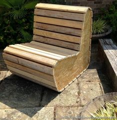 Projects for recycling wooden pallets. # Recycling of pallets - Woodworking Ideas Wood Pallet Recycling, Pallet Crafts, Diy Pallet Projects, Wood Projects, Recycling Projects, Pallet Furniture, Furniture Projects, Pallet Chair, Pallet Lounge
